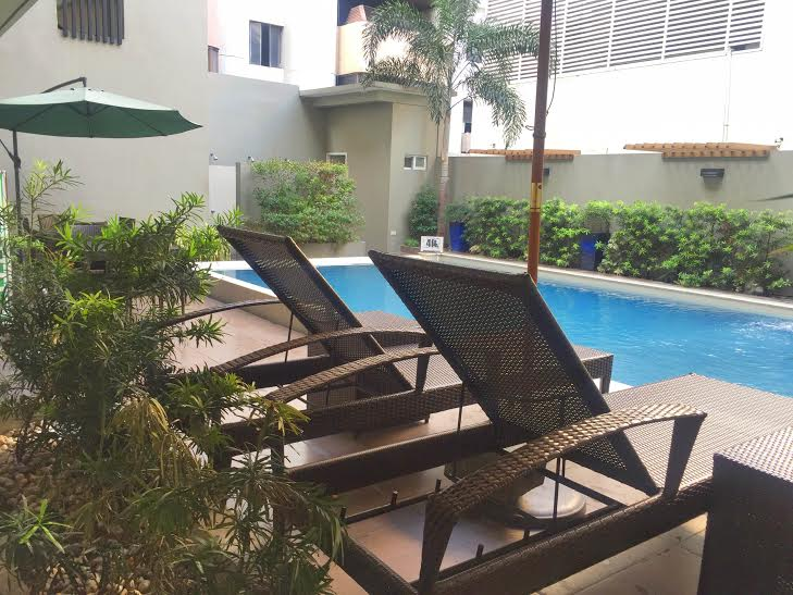 88 courtyard hotel pool area