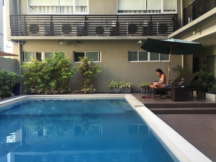 88 courtyard hotel pool