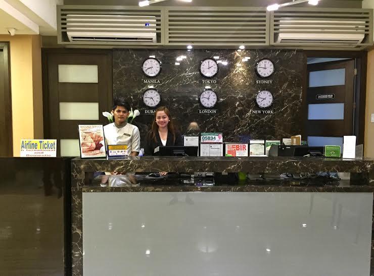 88 courtyard hotel receptionist