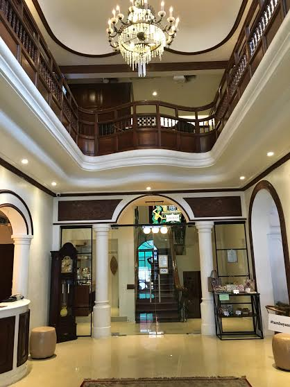 tambayan capsule hostel lobby