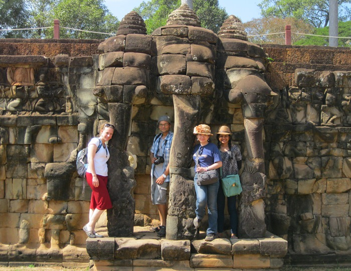 Exploring Angkor Wat with new Couchsurfer friends while traveling solo in Siem Reap, Cambodia