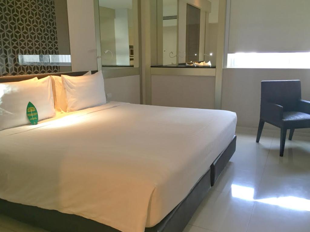 Mandarin Hotel Bangkok Deluxe Room